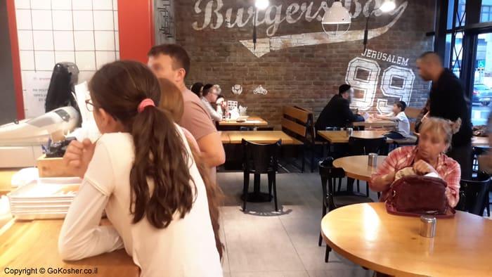 burgers-bar-givat-shaul-seating
