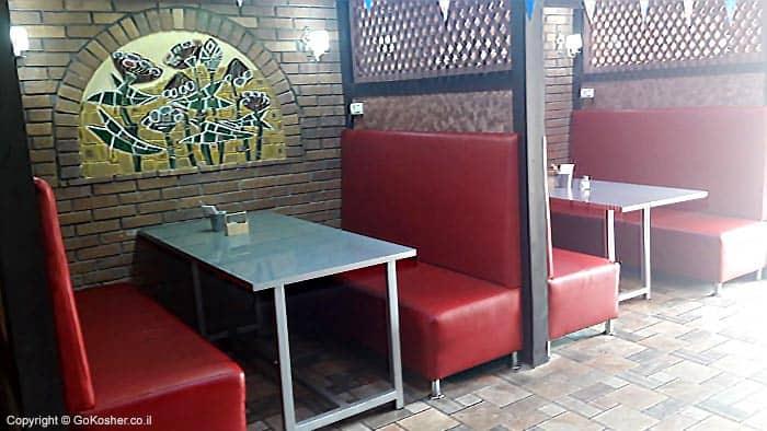 מקומות ישיבה עם כורסאות