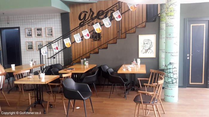 אזור הישיבה בתוך המסעדה