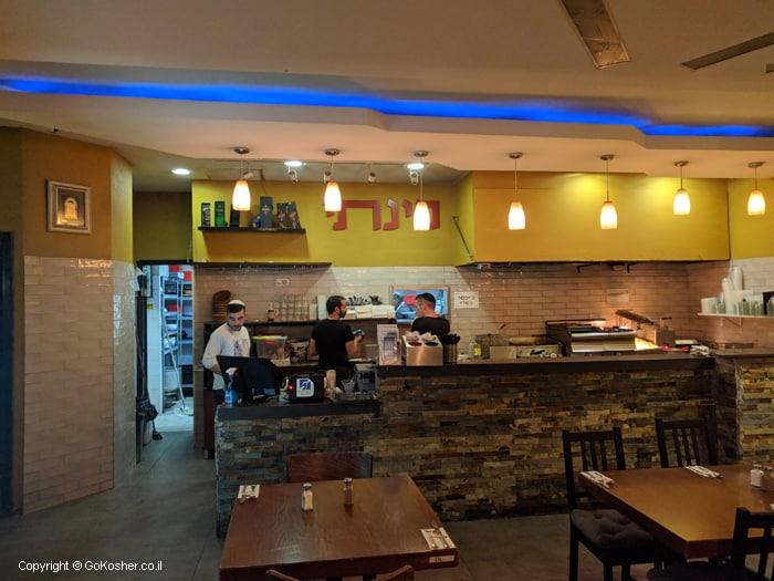 מבט מתוך המסעדה
